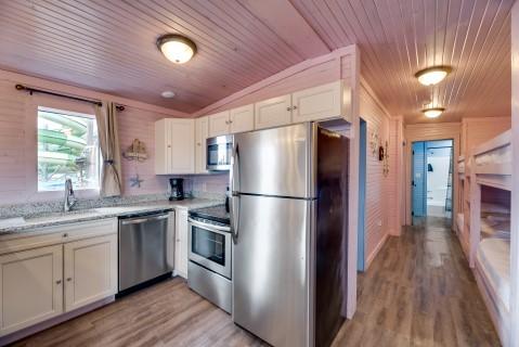 Suite 2-Bedroom Vacation Cabin full kitchen