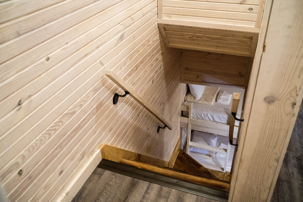Suite 2-story 2-bedroom Vacation Cabin stairwell